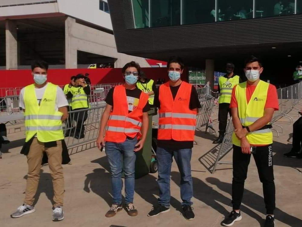 Foto de jovens voluntarios