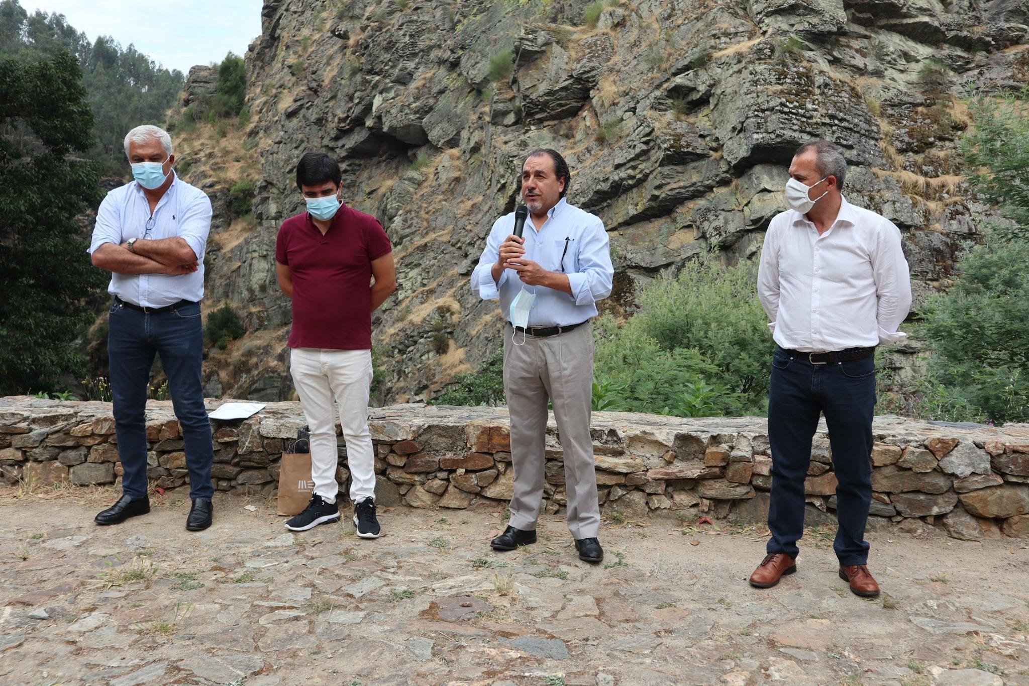 Fotografias do Diretor Regional do Nortedo IPDJ,IP, Vitor Baltazar Dias a apresentar o programa Voluntariado Jovem para a Natureza e Florestas