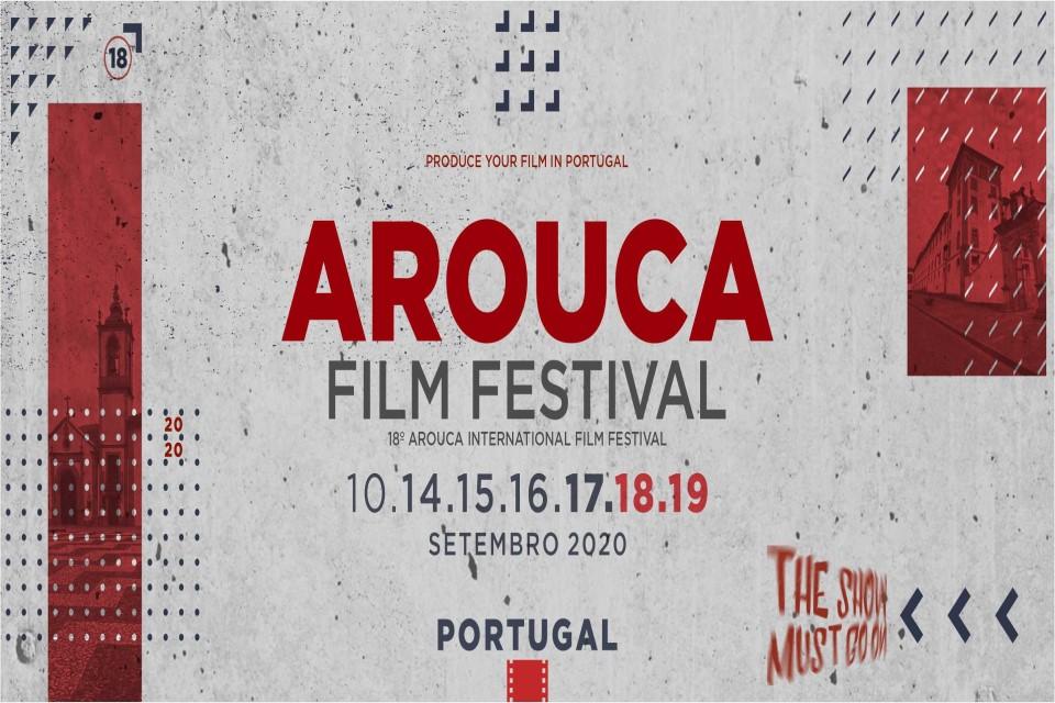 cartaz a branco e rosa com informação das datas do festival