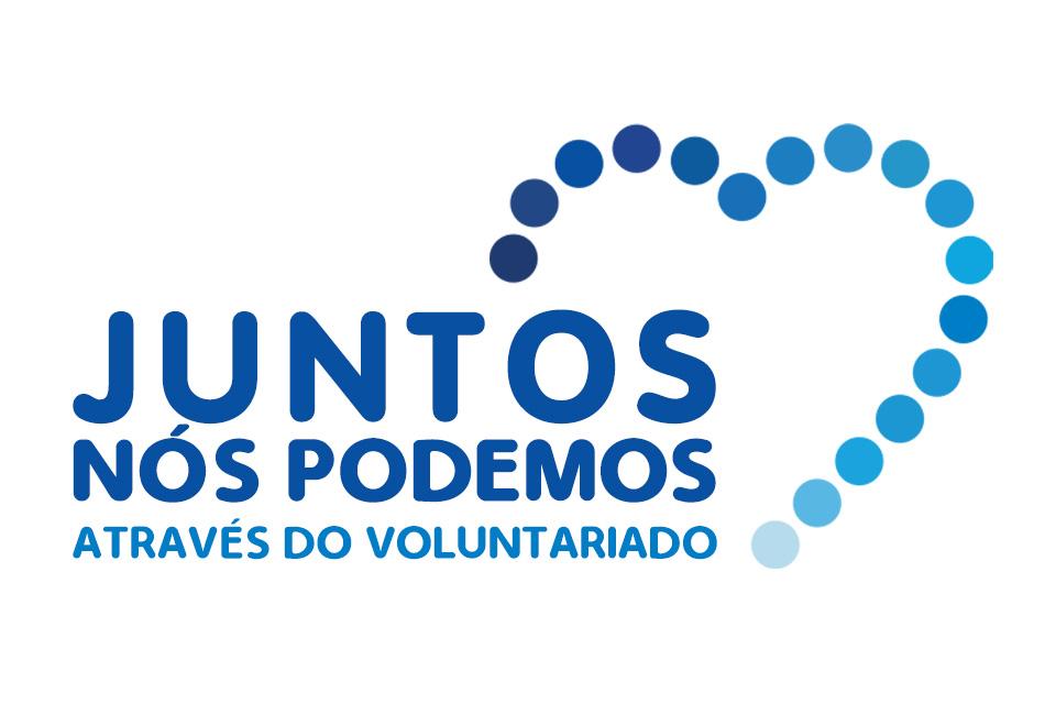 Logo do Dia Coração Azul com lettering Juntos nós podemos através do voluntariado