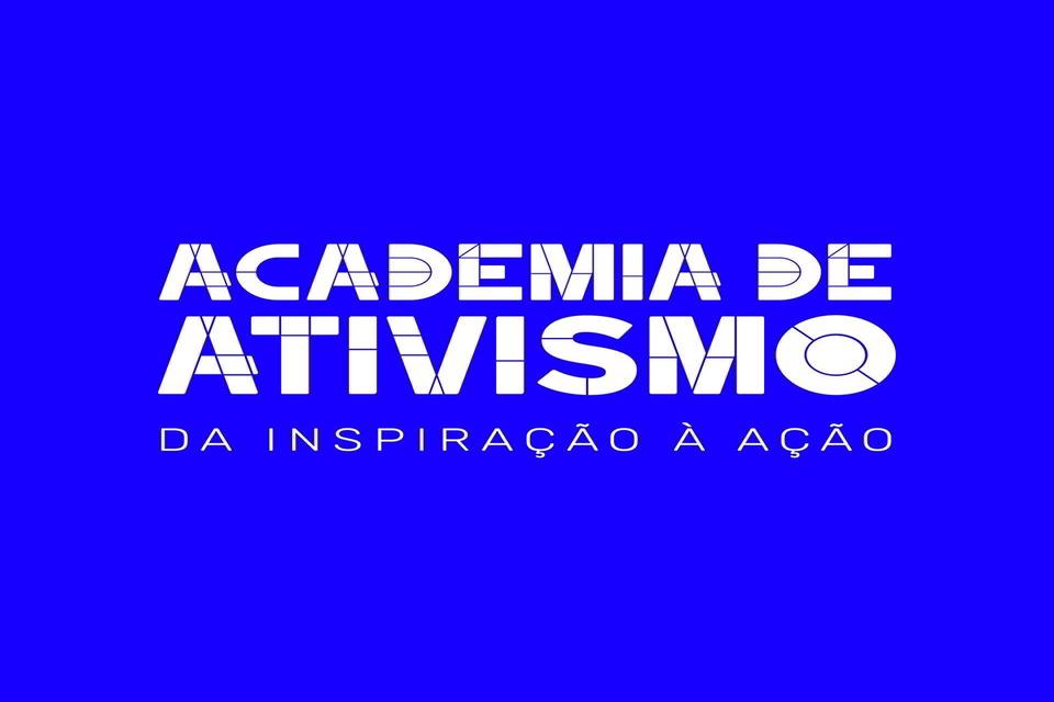 """lettering """"Academia de Ativismo - da inspiração à ação"""" sobre fundo azul"""