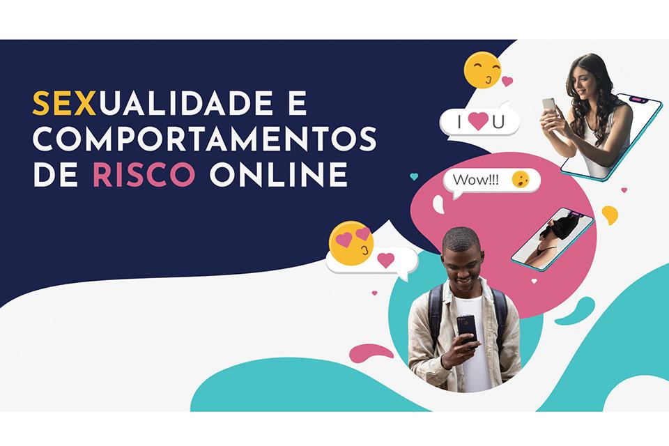 Dois jovens, um rapaz e uma rapariga com telemóveis na mão. Três boullets com emojis. Topo superior esquerdo com o lettering: Sexualidade e comportamentos de risco online.