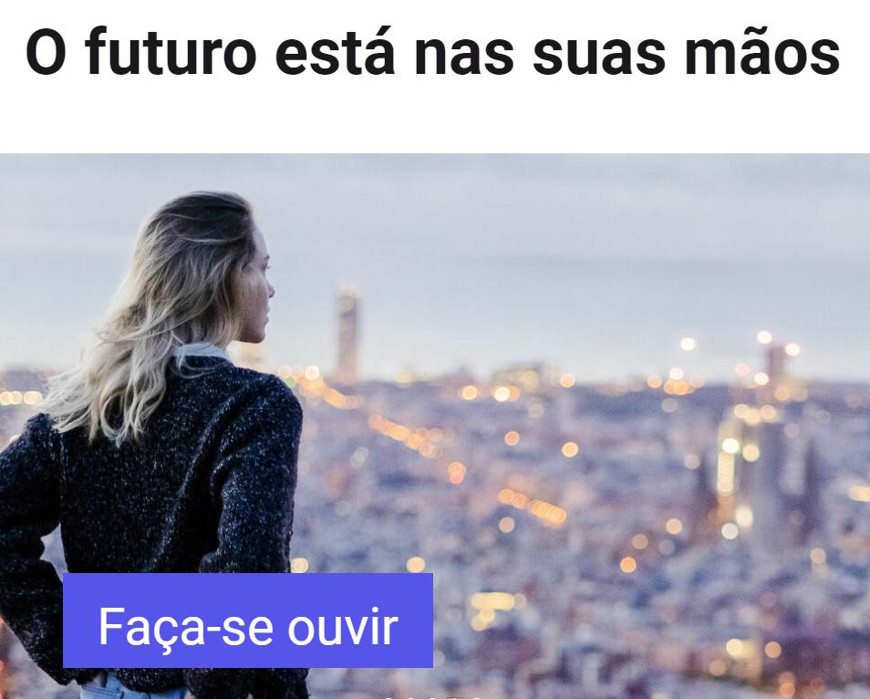 Jovem rapariga de costas a olhar para uma cidade. Lettering «O futuro está nas usas mãos /Faça-se ouvir».