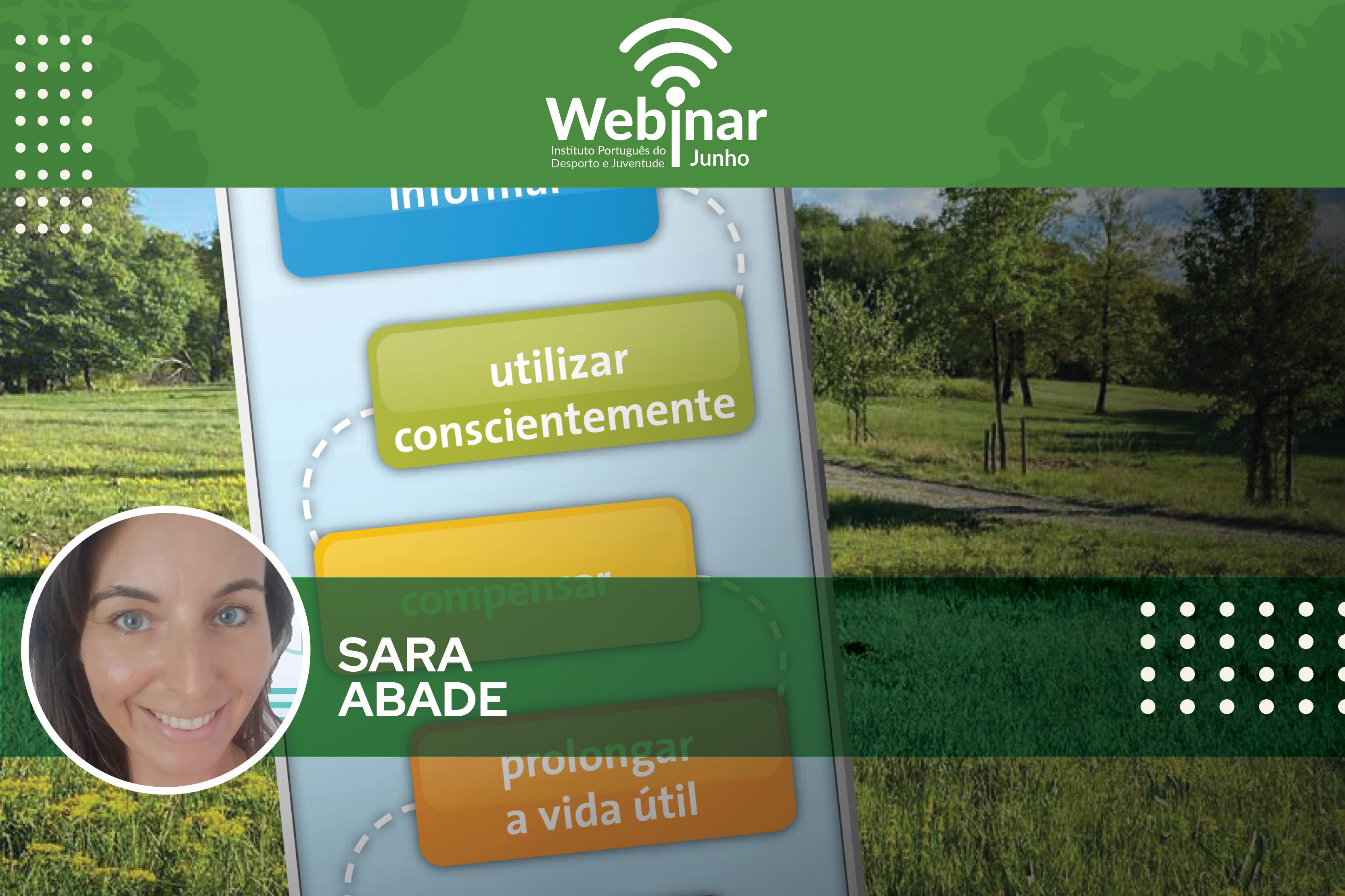 Fundo com um campo verde e o lettering: Webinar «Digitalização e clima | Consciência ambiental no mundo digital. Foto de Sara Abade.