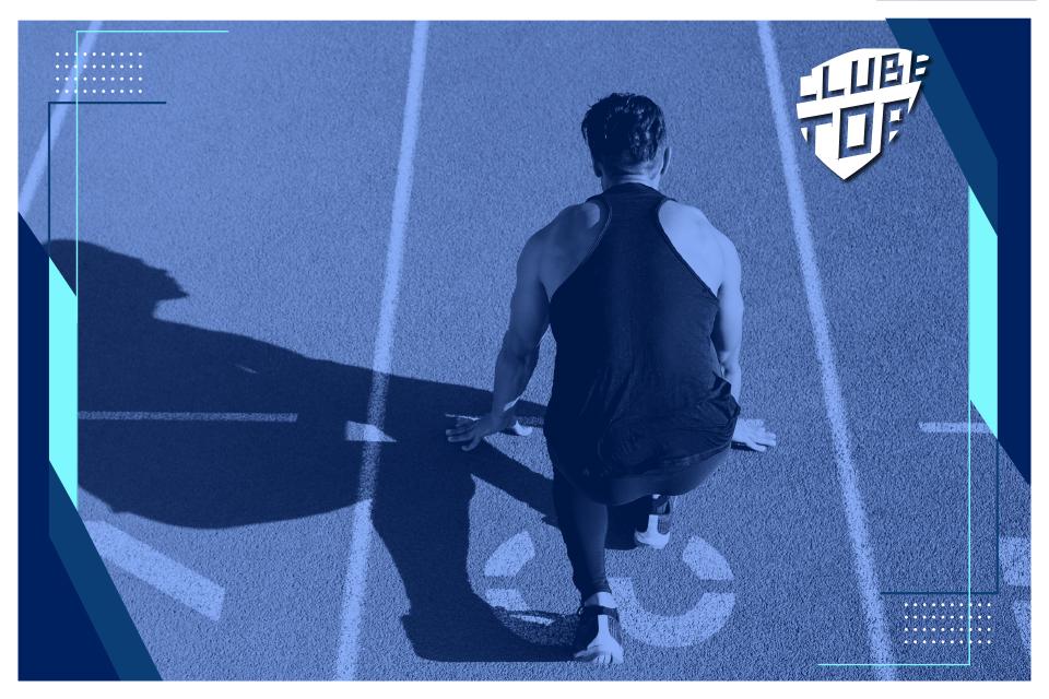 Atleta em pista, cor de fundo azul.